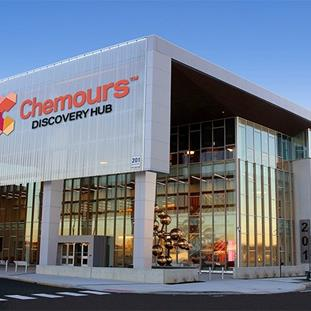 A photo of the exterior of The Chemours Discovery Hub on the University of Delaware STAR Campus.